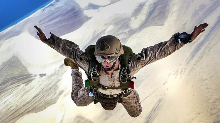 El salto más arrojado: Un estadounidense realizará la primera caída libre sin paracaídas