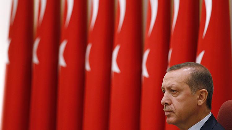 Erdogan asume el control del Ejército en Turquía