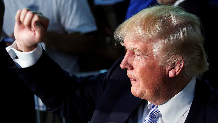 """""""Trump quiere acabar con la nueva Guerra Fría, pero la prensa de EE.UU. lo tacha de agente de Rusia"""""""