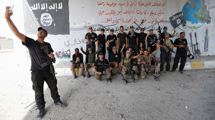 Tropas de las fuerzas antiterroristas iraquíes plasmaron en fotografías el momento en que retomaron la ciudad de manos de los yihadistas.