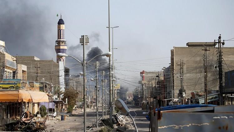 Tras los combates por el control de Faluya, se podían ver columnas de humo en las calles desoladas, resultado de las detonaciones e incendios.