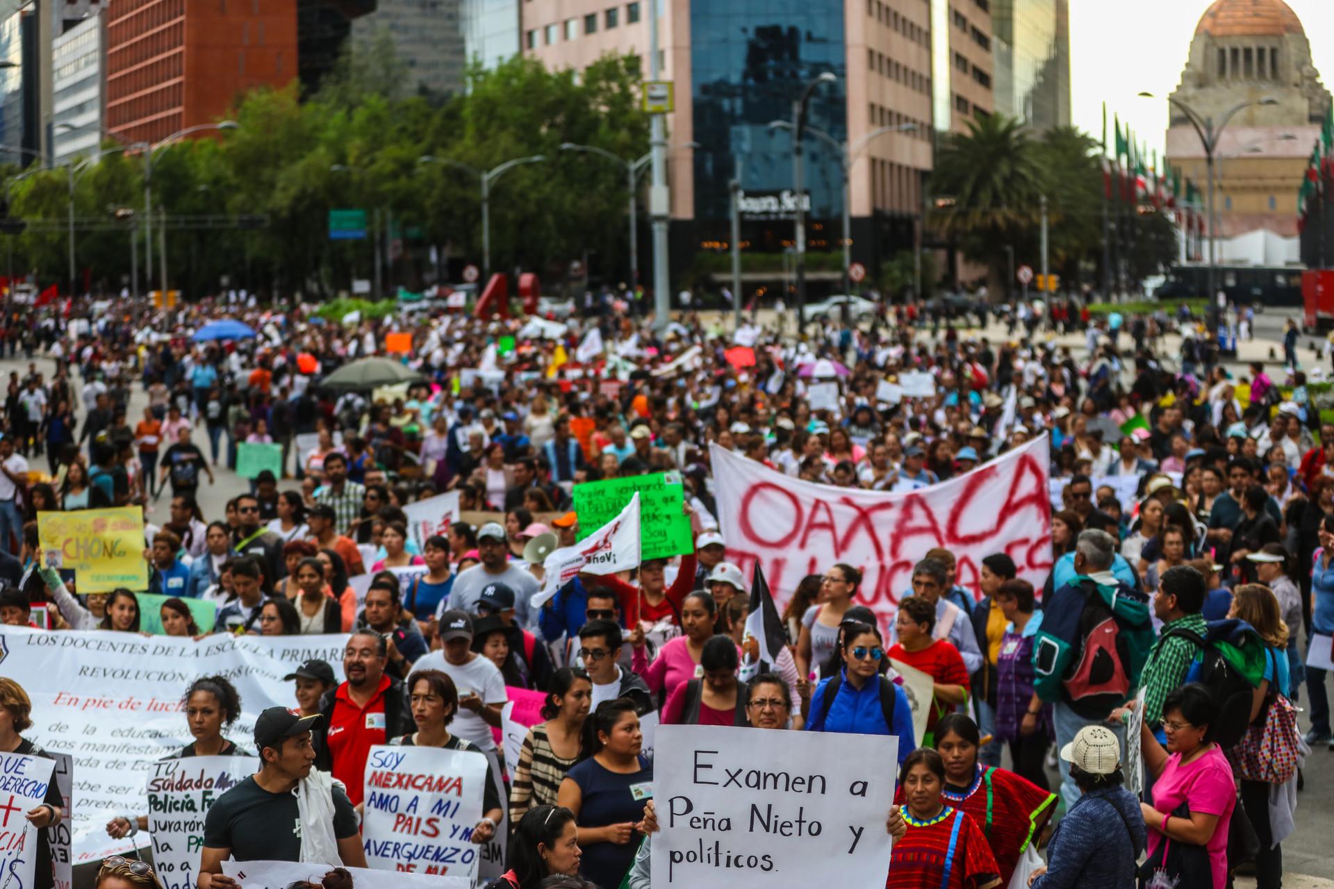 Manifestación del magisterio y sociedad en la Ciudad de México