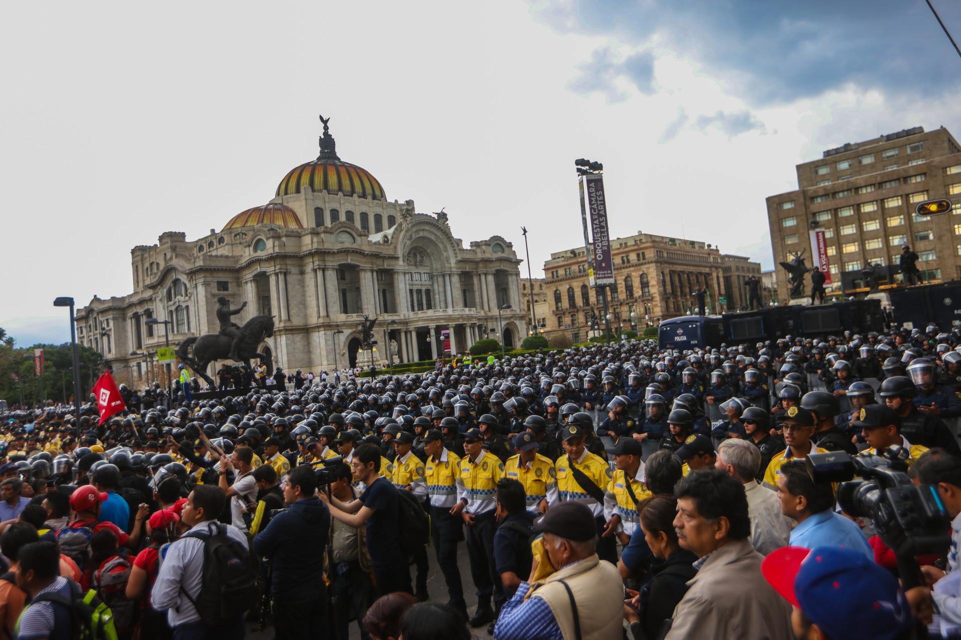 Policía volvió a impedir paso a la Plancha del Zócalo