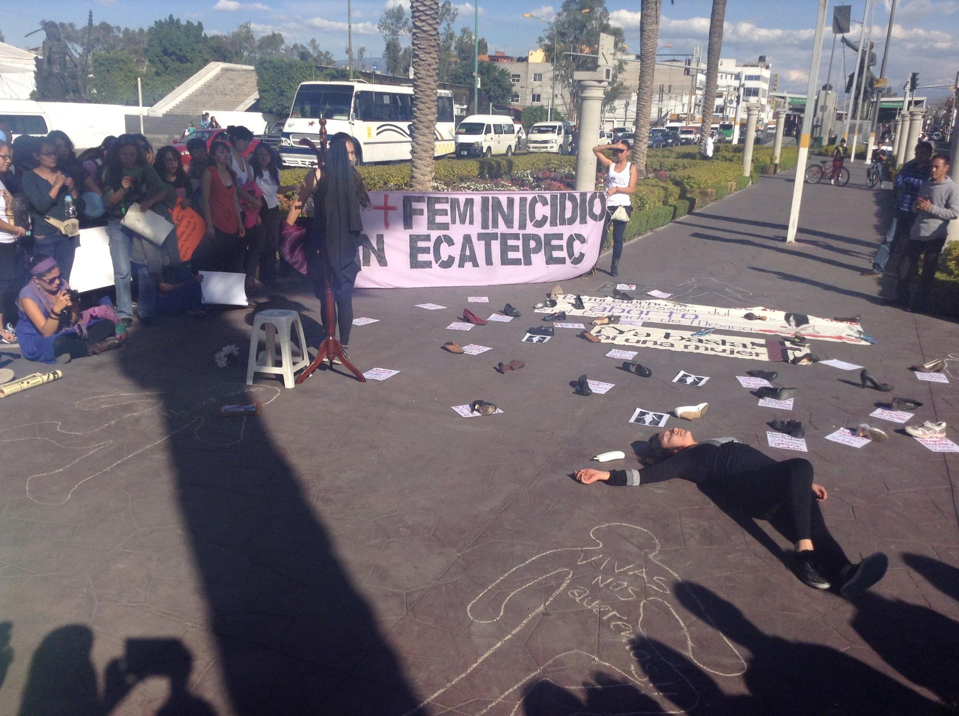 Protestan en Edomex contra feminicidios
