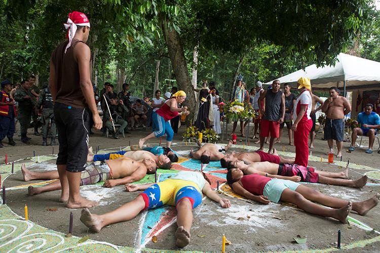 En la montaña de Sorte, los creyentes realizan sus actos religiosos al aire libre, Venezuela 11 de octubre de 2015. REUTERS / Marco Bello