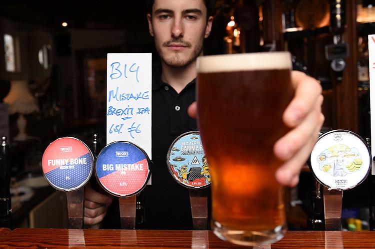 Un bar en Dublín ha preparado la cerveza del 'Brexit', que se llama 'Gran error', Irlanda, el 26 de junio de 2016.