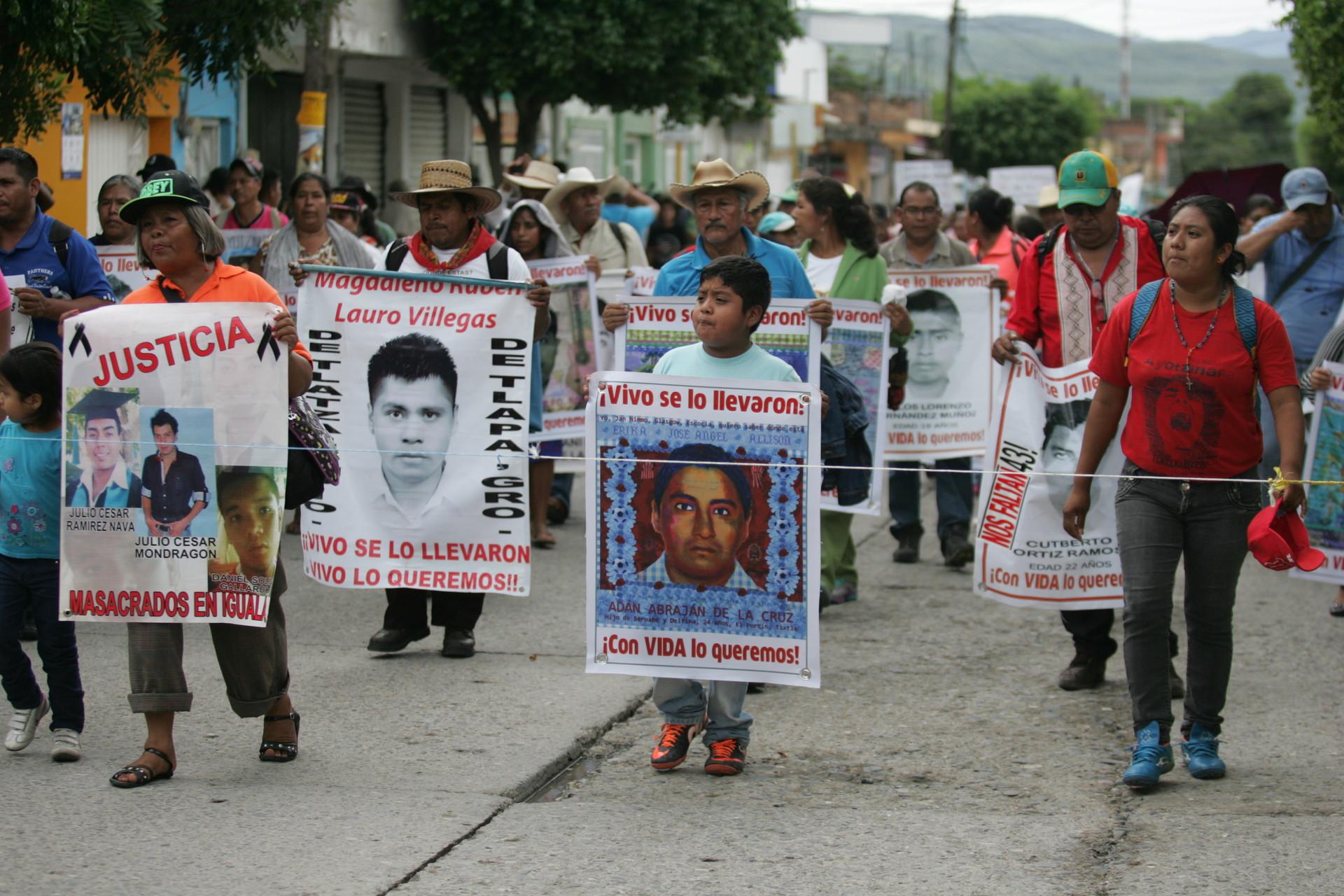Marcha en Iguala a un año de la desaparición de los 43 normalistas