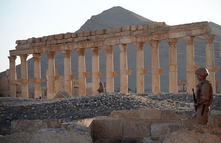 Soldado en la zona histórica de Palmira, ya liberada del Estado Islámico