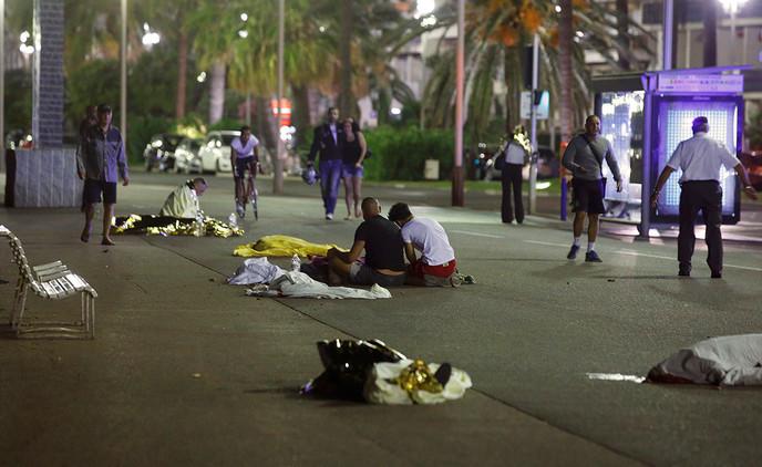 Cadáveres diseminados por el malecón tras el atentado en Niza