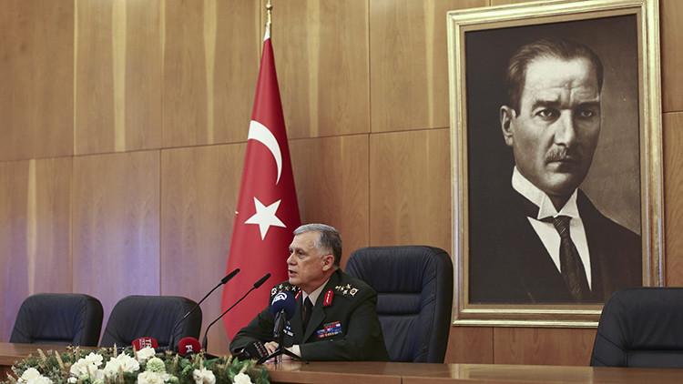 El actual jefe adjunto de Estado Mayor de Turquía, Umit Dundar, durante una rueda de prensa en Estambul, Turquía, el 16 de julio de 2016.