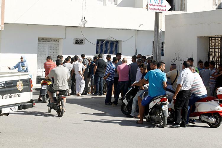 La gente se congrega cerca de la casa de Mohamed Lahouaiej Bouhlel en Túnez