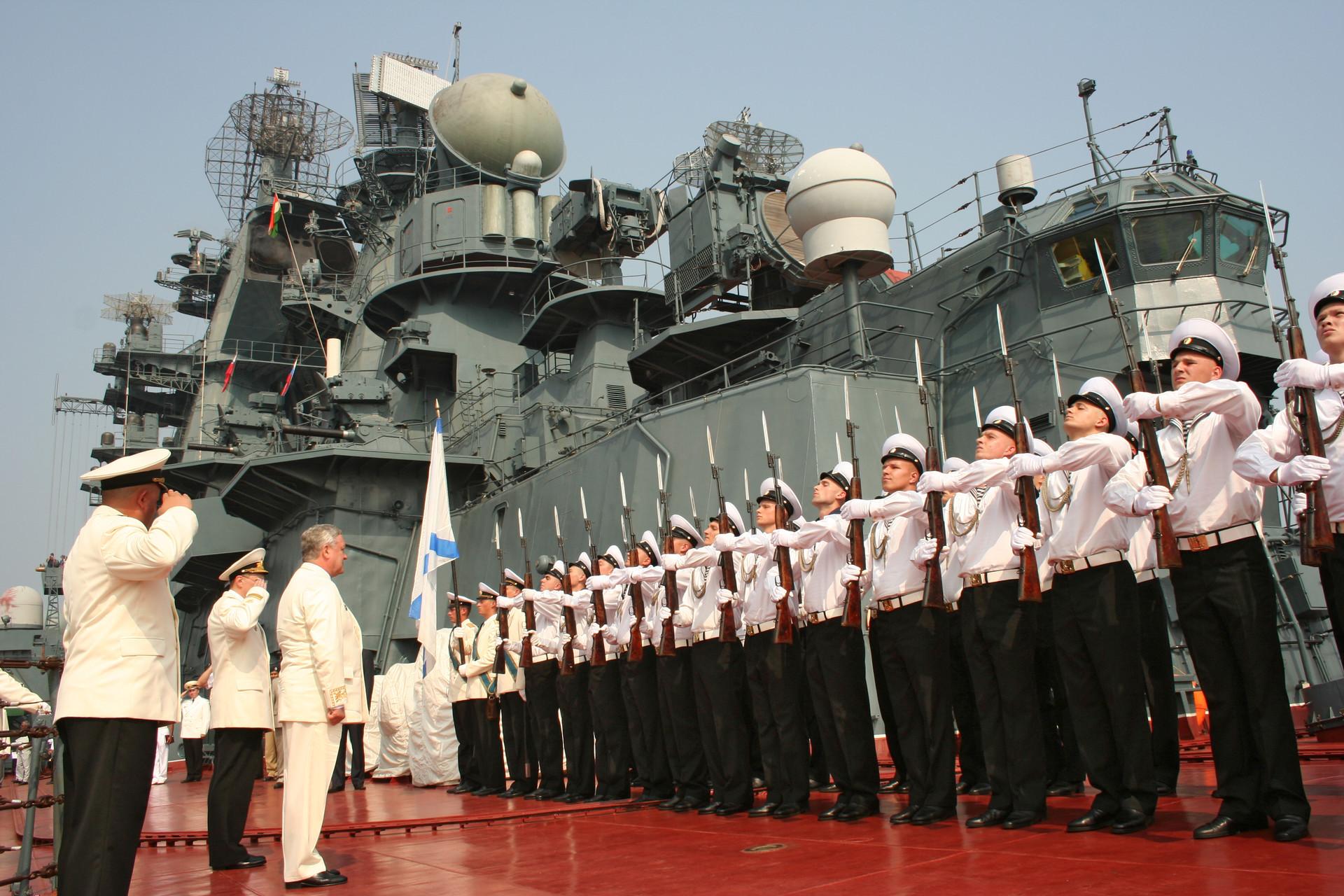 Картинки военные моряки на корабле, герберы