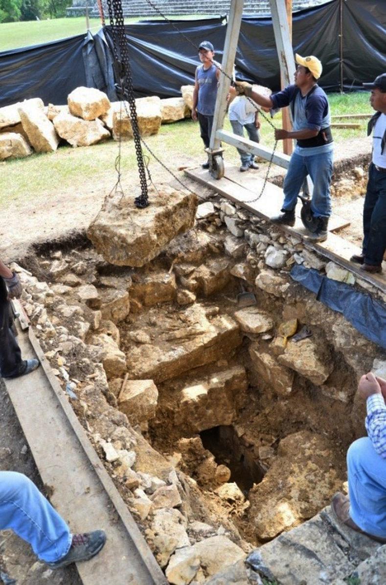 Proceso de exploración en la zona arqueológica de Palenque. INAH