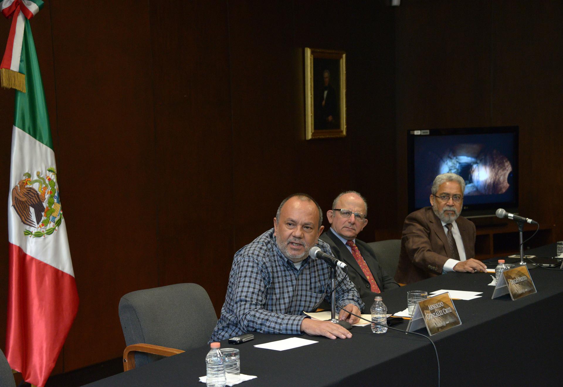 El arqueólogo Arnoldo González en conferencia de prensa donde dio a conocer el hallazgo