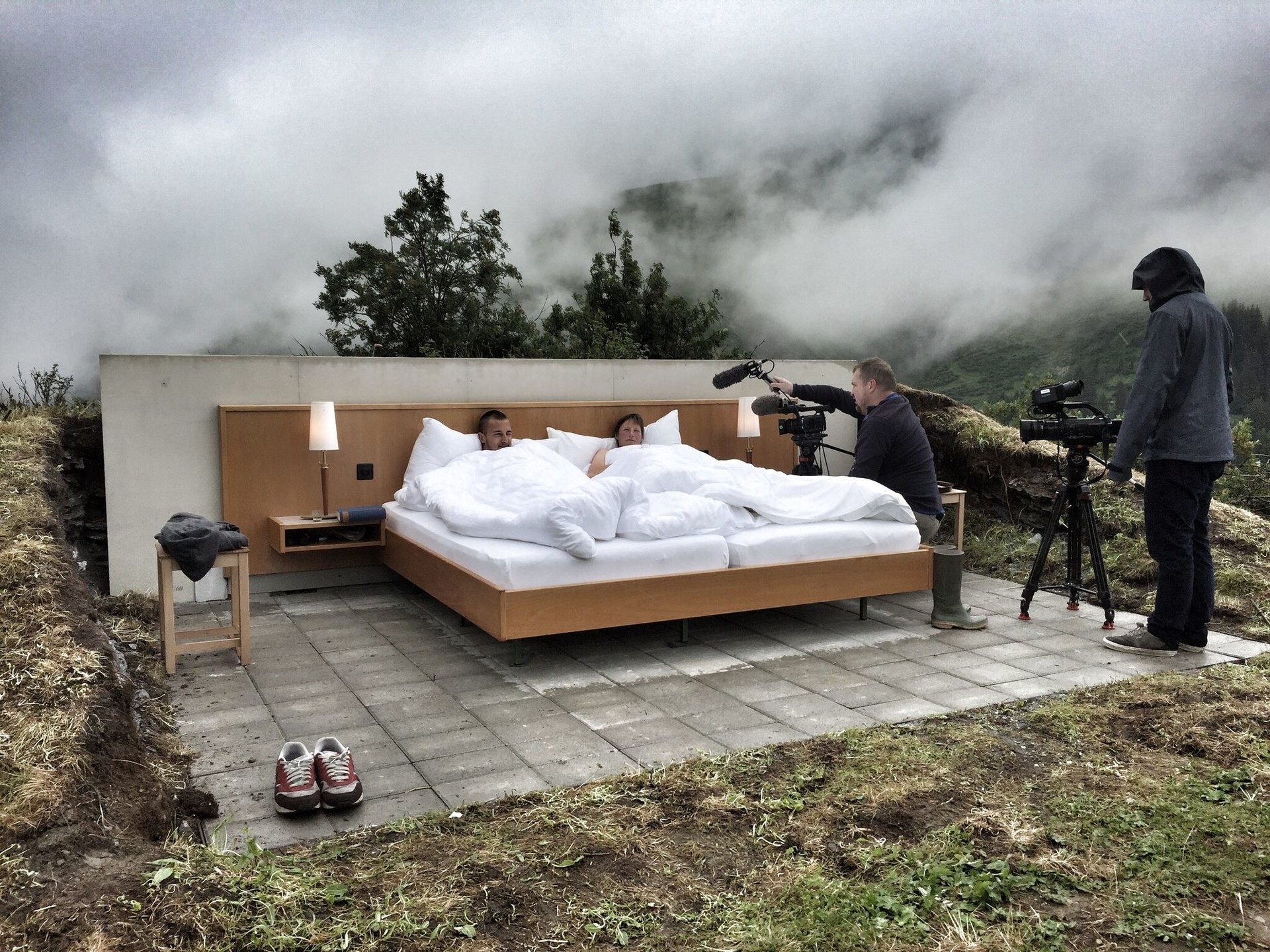 a night under the stars in swiss alps hotel. Black Bedroom Furniture Sets. Home Design Ideas