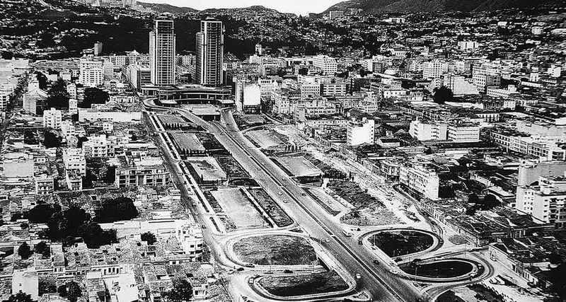 Proyección espacial de las torres de El Silencio y la avenida Bolívar, en la década de los años 50.