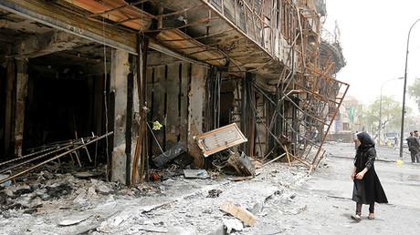 Así quedó la zona comercial de Karrada, un distrito mayormente chiíta en la capital iraquí de Bagdad, después de un ataque suicida con coche bomba