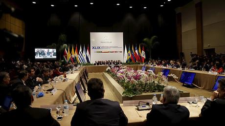 """Uruguay denuncia que intentaron """"comprar"""" su voto en el Mercosur para atacar a Venezuela"""