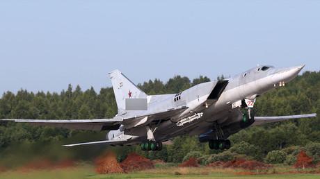 Un bombardero Tu-22M3 despega desde la base aérea Soltsy-2, provincia de Nóvgorod, Noroeste de Rusia