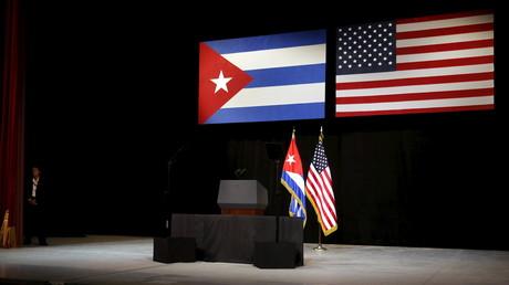Las banderas de Cuba y EE.UU. antes del discurso de Barack Obama en La Habana, Cuba, 22 de marzo de 2016.