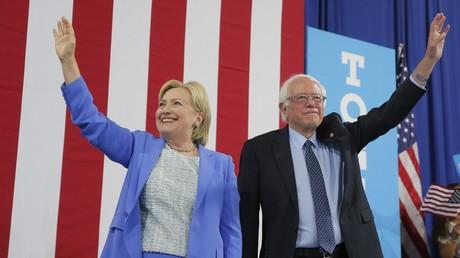 Hillary Clinton y Bernie Sanders durante una campaña en Portsmouth (Nuevo Hampshire, EE.UU.), el 12 de julio de 2016.