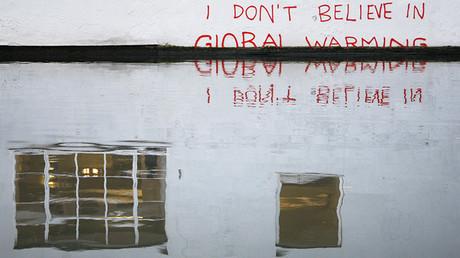 Pintada en el canal Regent de Londres (Reino Unido) en la que puede leerse