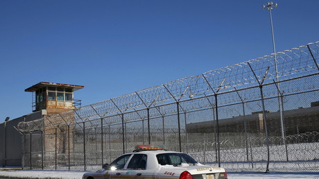 Una patrulla de la policía a las afueras de la prisión del condado de Cook, en Chicago, EE.UU. 12 de enero de 2016