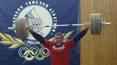 Medallista olímpico Dmitry Klokov.