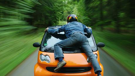 El 'timo de la rotonda': así se finge un accidente para estafar a la aseguradora