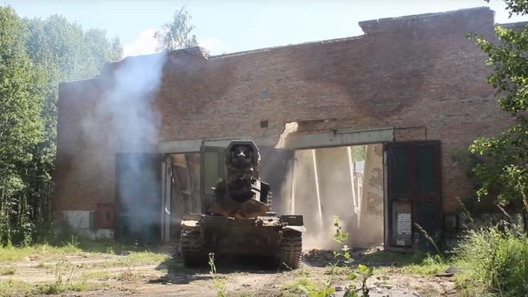 Video: El Ejército ruso muestra cómo derrumban obstáculos sus vehículos especiales