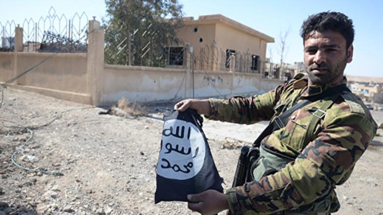 Experto orientalista revela quién se beneficia de la existencia del Estado Islámico