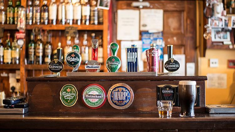 Cobrar por viajar y tomar cerveza: ¿Este es el mejor trabajo del mundo?
