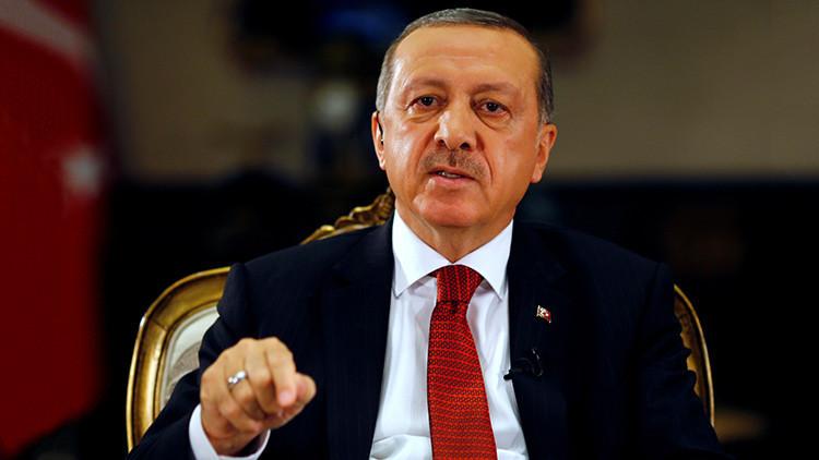 """Erdogan acusa a Occidente de dar apoyo al """"terrorismo"""" y a los golpistas"""