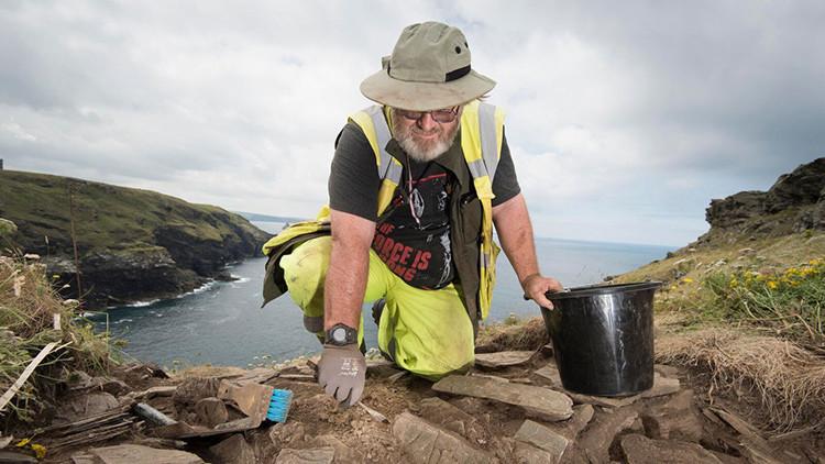 Nuevas huellas del rey Arturo: descubren en el Reino Unido su posible castillo