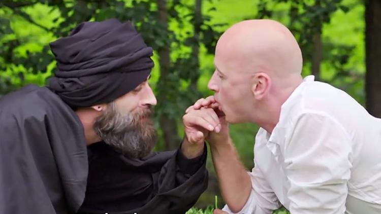 Humorista noruego realiza una parodia gay del líder de Estado Islámico (video)