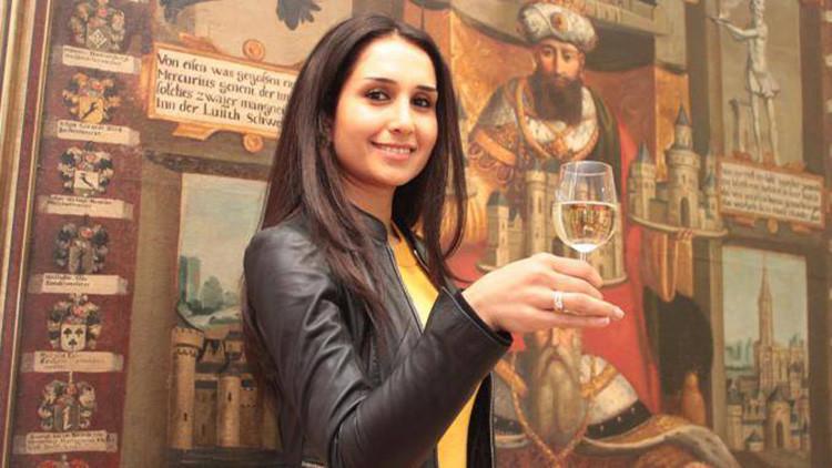 Una refugiada siria recibe el título de 'reina del vino' en Alemania (fotos)