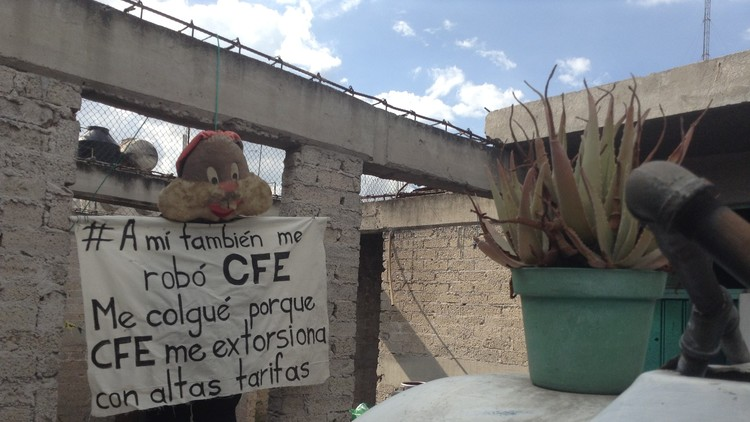 Así 'se cuelgan' por alza en tarifas de la luz en México