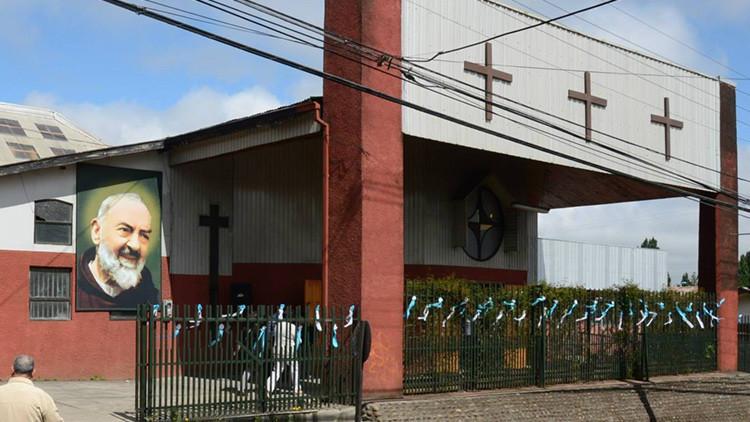 Bajo fuego: 16 iglesias católicas y evangélicas, quemadas en Chile en lo que va de año