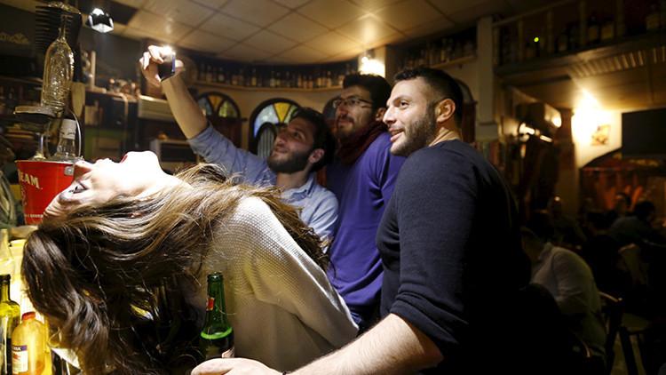 Estudio: Revelan cómo el matrimonio influye en el consumo de alcohol