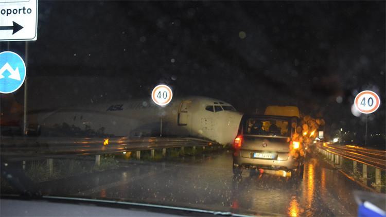 Italia: Un avión de ASL airlines sale de la pista en el aeropuerto de Bérgamo