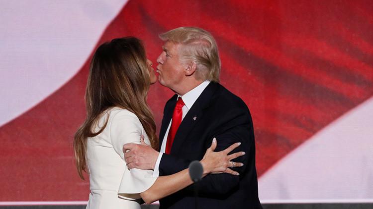 El candidato presidencial republicano, Donald Trump, y su mujer, Melania Trump.