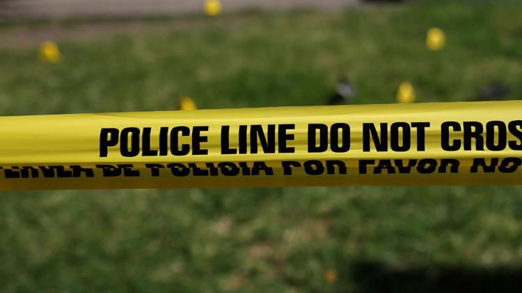 """EE.UU.: Una menor mata a su padre, pero la familia dice que ella es """"una heroína"""""""