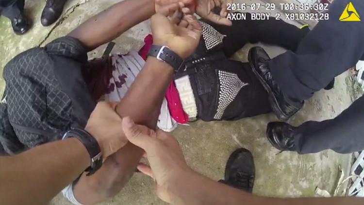 Polémica: Un video muestra a policías de EE.UU. esposando a un detenido moribundo