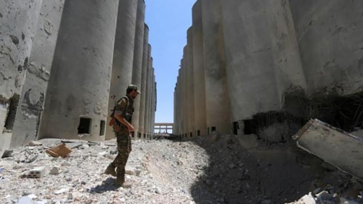 Las fuerzas kurdas y árabes liberan del Estado Islámico la ciudad siria de Manbiy