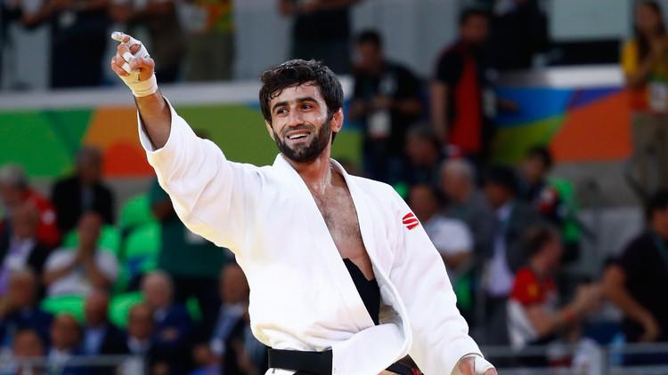 El judoca Beslán Mudránov gana la primera medalla de oro para Rusia