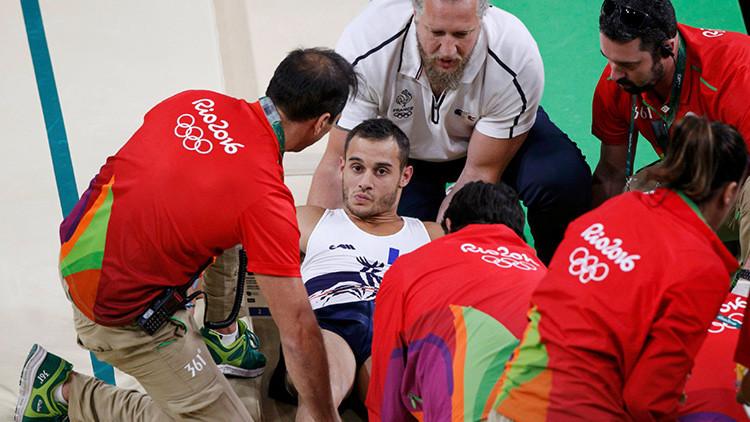 Evacúan del polideportivo al lesionado atleta francés