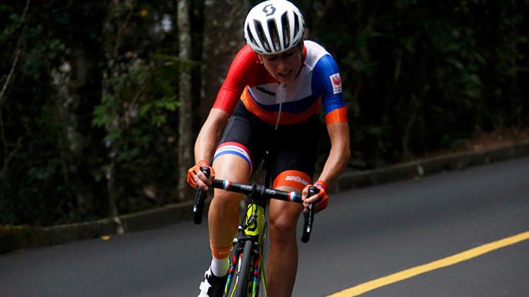 Descenso fatídico en Río 2016: Ciclista neerlandesa Van Vleuten cae de cabeza liderando la carrera