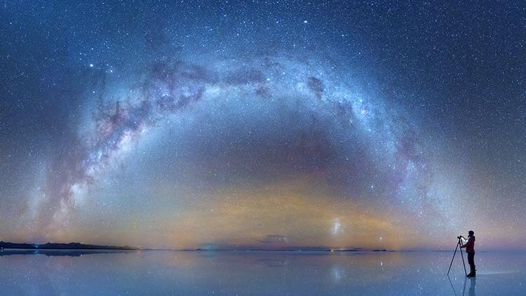 """""""El espacio en la Tierra"""": La fascinante Vía Láctea reflejada en desierto de sal en Bolivia (foto)"""