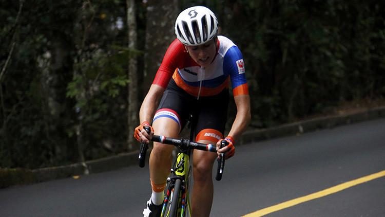 Una ciclista neerlandesa se fractura tres vértebras tras una terrible caída en los JJ.OO.