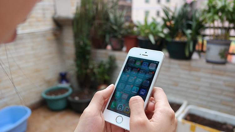 Se le cae su iPhone 5S desde una avioneta y lo recupera sin daños